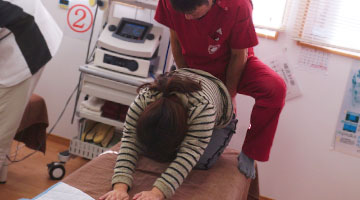 腰と背骨の動き間隔を正常に保ち整える運動療法