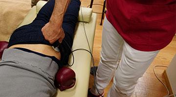 ハイボルテージによるしびれの施術 しち接骨院